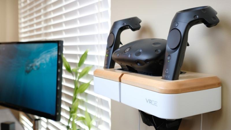 VRGE, un stand pour ranger son casque VR et charger ses contrôleurs VR - 2