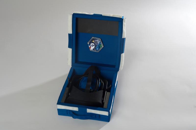 L'écrin spécial de l'Oculus Rift pour voyager vers ISS. Crédits CNES